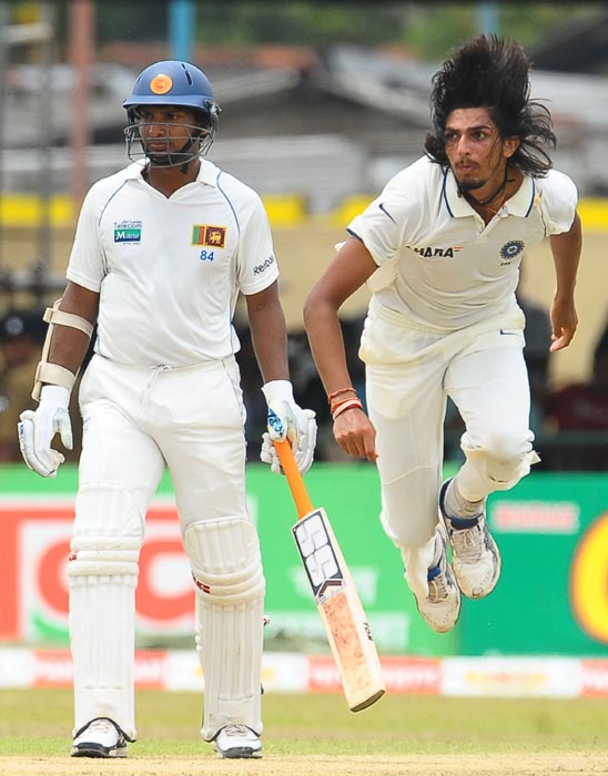 Indian bowler Ishant Sharma delivers a ball as Sri Lankan captain Kumar Sangakkara looks on during the first day of the third Test match between Sri Lanka and India at the P. Sara Oval International Cricket Stadium in Colombo. (AFP Photo)