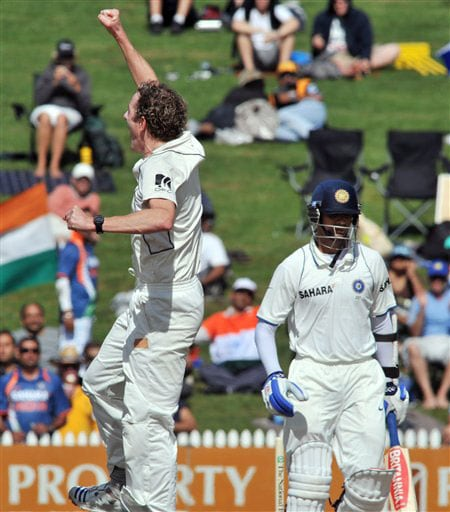 Iain O'Brien, left, celebrates the wicket of Rahul Dravid for 66 on the second day of the first Test in Hamilton, New Zealand. (AP Photo)