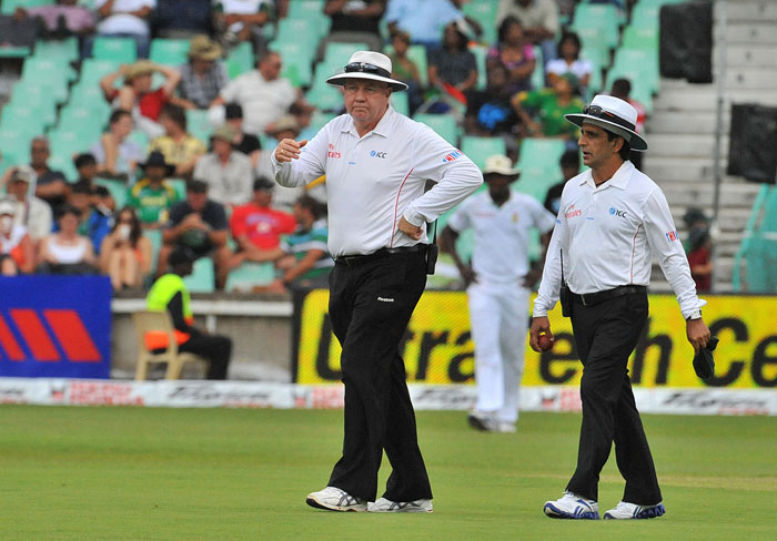 Umpires Asad Rauf and SJ Davis walk off the pich as the match was stopped due to poor light on the first day of the second Test between India and South Africa at the Kingsmead Stadium in Durban. (AFP Photo)