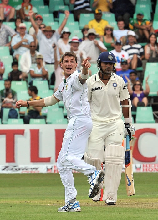 Dale Steyn celebrates after dismissing Murali Vijay on the first day of the second Test at Kingsmead Stadium in Durban. (AFP Photo)