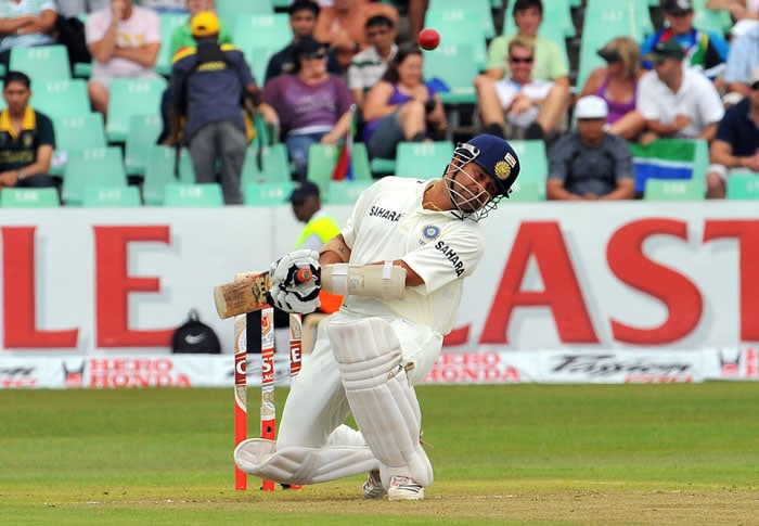 Sachin Tendulkar tries to avoid a bouncer from Dale Steyn on the first day of the second Test at Kingsmead Stadium in Durban. (AFP Photo)