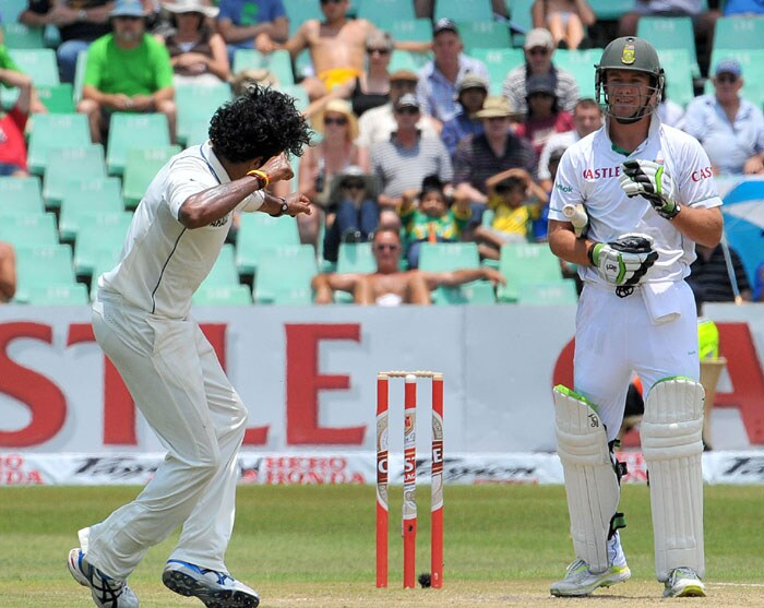 South African AB de Villiers looks shocked as Indian bowler Shanthakumaran Sreesanth celebrates dismissing him for a duck on the first day of the second Test at Kingsmead Stadium in Durban. (AFP Photo)
