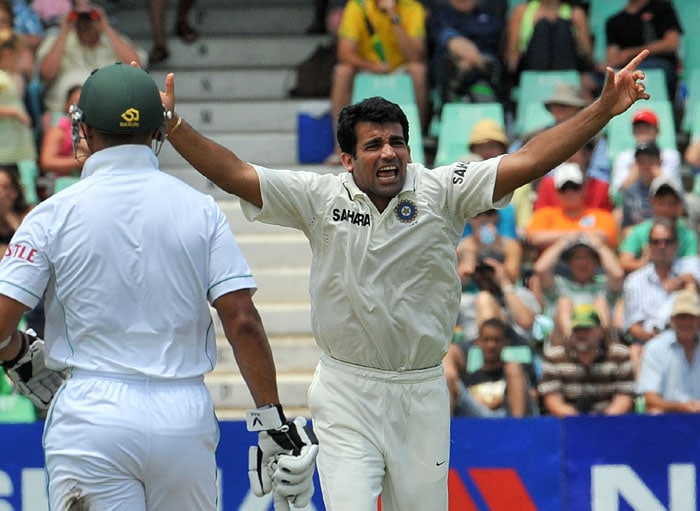 Indian bowler Zaheer Khan makes an unsuccessful appeal on South African Graeme Smith (captain) on the second day of the second Test at Kingsmead Stadium in Durban. (AFP Photo)