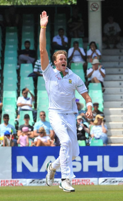 South African Morne Morkel celebrates dismissing Indian Ishant Sharma on the second day of the second Test at Kingsmead Stadium in Durban. (AFP Photo)