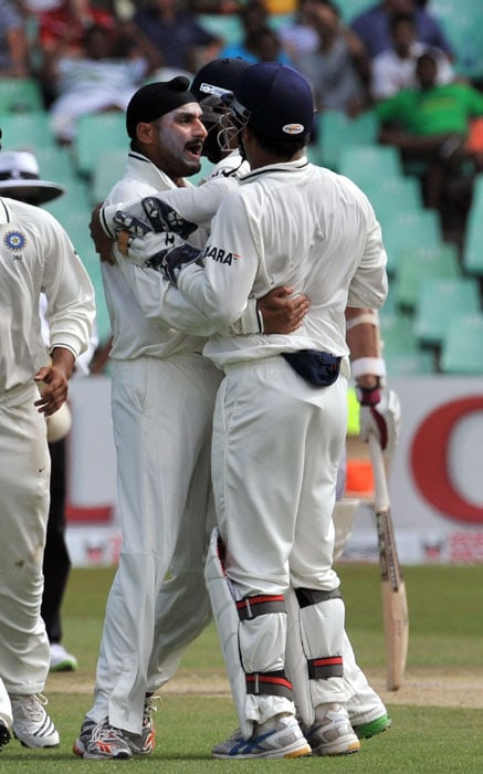 Indian Harbhajan Singh is congratulated by teammates for getting out South African Alviro Petersen for 26 runs during South Africa's 2nd innings on the third day of the second test match at the Kingsmead stadium in Durban. (AFP Photo)