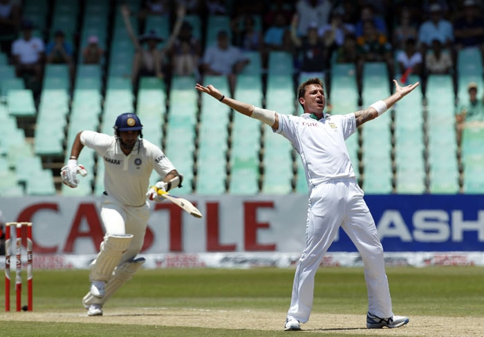 South Africa's bowler Dale Steyn, appeals unsuccessfully for LBW against India's batsman Zaheer Khan, on the third day of the second test match at the Kingsmead stadium in Durban. (AP Photo)