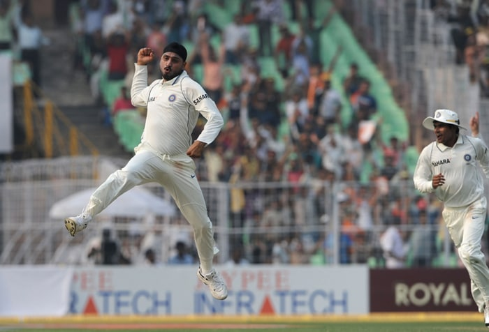India ruled Day 1 of the second Test match in Kolkata as Harbhajan Singh and Zaheer Khan scalped 3 wickets each to result in South Africa's batting collapse. From 218/1, the visitors were reeling at 266/9 at Stumps on Day 1. (AFP Photo)