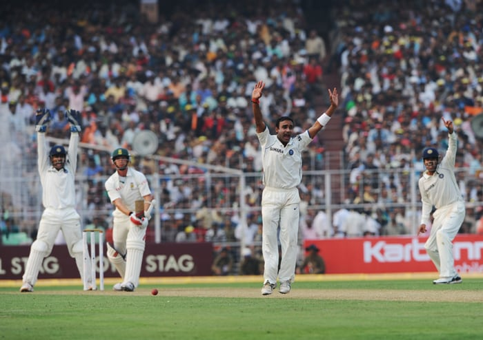 Leg-spinner Amit Mishra also opened his account for the first time in this series when he took the scalp of Dale Steyn (5) by trapping him leg before although replays suggested that the ball hit the bat first. Ishant and Mishra took one wicket apiece. (AFP Photo)