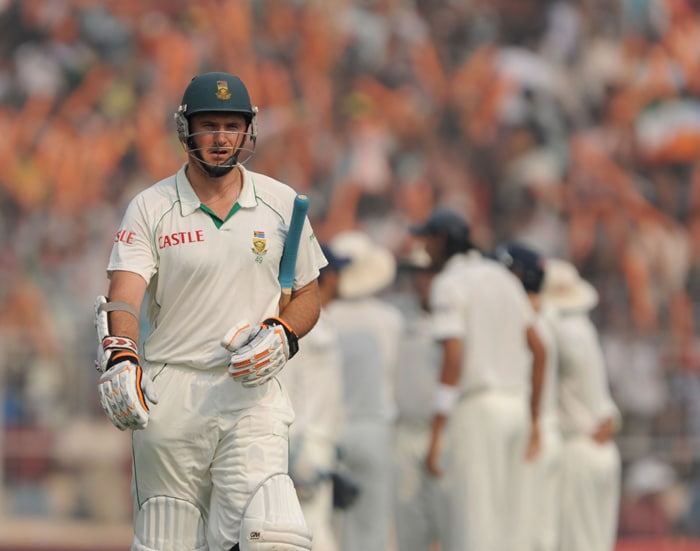 Graeme Smith could not pose as a threat to the Indians as he was castled by Zaheer Khan after scoring 4 runs. (AFP Photo)