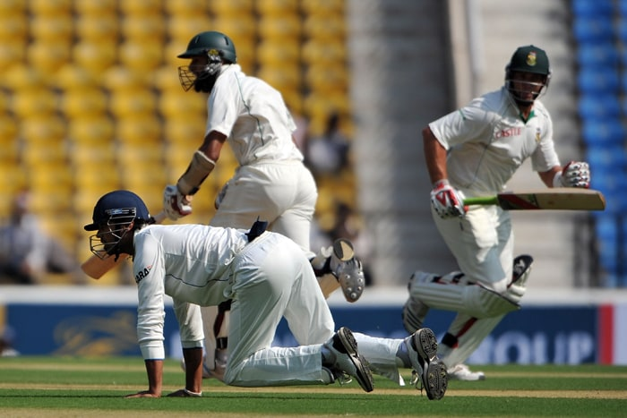 Jacques Kallis (159*) and Hashim Amla's (115*) unbeaten partnership of 285 runs helped South Africa close Day 1 of the Nagpur Test at 291/2 against India. (AFP Photo)