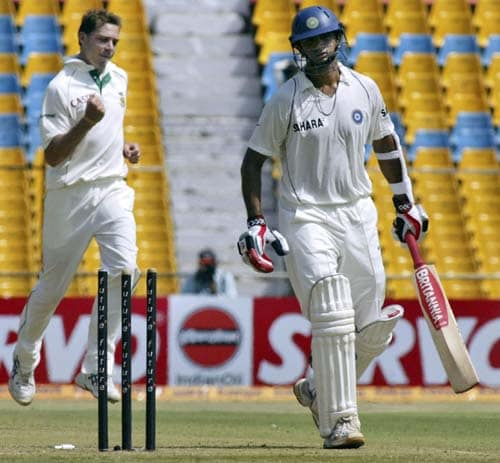Dale Steyn produced the ball of the day. He pitched around middle stump and the ball swung out to take Rahul Dravid's off stump with it.