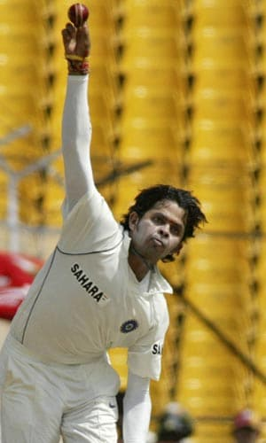 Sreesanth tried hard and long. He was unluky not to get Jacques Kallis' wicket, with Billy Doctrove turning down a very close LBW shout.