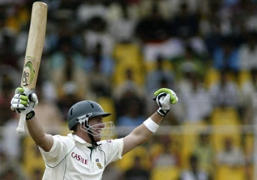 AB de Villiers carried on after Kalllis's wicket. With a cover-driven four, he brought up his maiden Test double hundred.