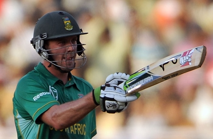 Kallis slammed unbeaten 104 in 94 balls with three sixes and five fours while de Villiers (102), who scored his second ton on the trot in the series, carted the bowlers for three sixes and eleven fours in his 59-ball innings. (AFP Photo)