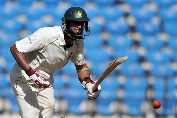 After South Africa declared their first innings at 558/6, riding on Hashim Amla's unbeaten 253 and Jacques Kallis' 173, India ended Day 2 at 25/0, trailing by 533 runs. (AFP Photo)