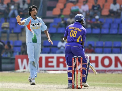 Ishant Sharma apologizes to Muttiah Muralitharan for bowling a beamer during the fifth and final ODI of the five-match series between India and Sri Lanka in Colombo.