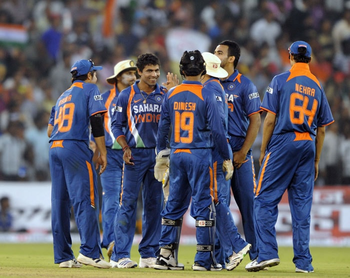 Indian cricketers congratulate bowler Ravindra Jadeja for the dismissal of Nuwan Kulasekara during the 3rd ODI against Sri Lanka at the Barabati Stadium in Cuttack. (AFP Photo)
