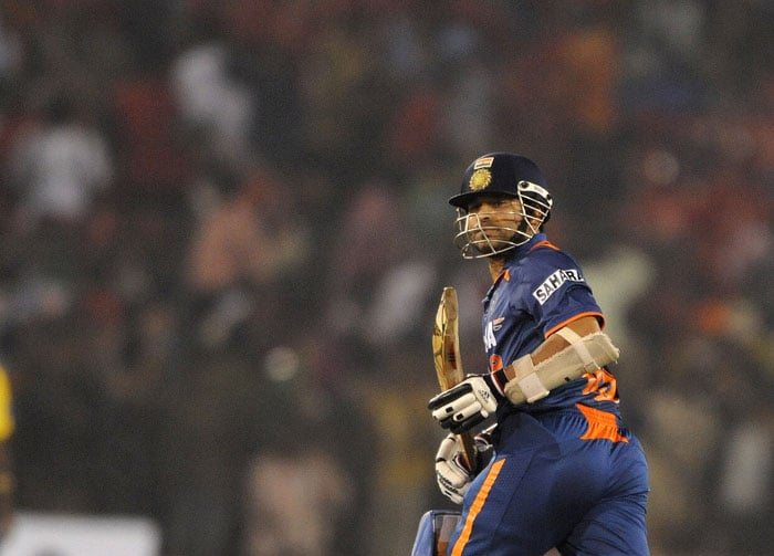 Sachin Tendulkar bats during the 3rd ODI against Sri Lanka at the Barabati Stadium in Cuttack. (AFP Photo)