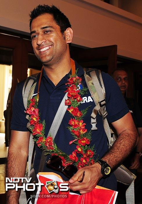 Indian captain Mahendra Singh Dhoni arrives with his team in Colombo on July 18, 2012. India will play five One-Day Internationals in Sri Lanka, starting in Hambantota on July 21, plus a one-off Twenty20 match on August 7. (AFP Photo)