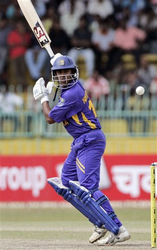 Malinda Warnapura looks for runs during the 5th and final One-Day International between India and Sri Lanka on August 29, 2008.