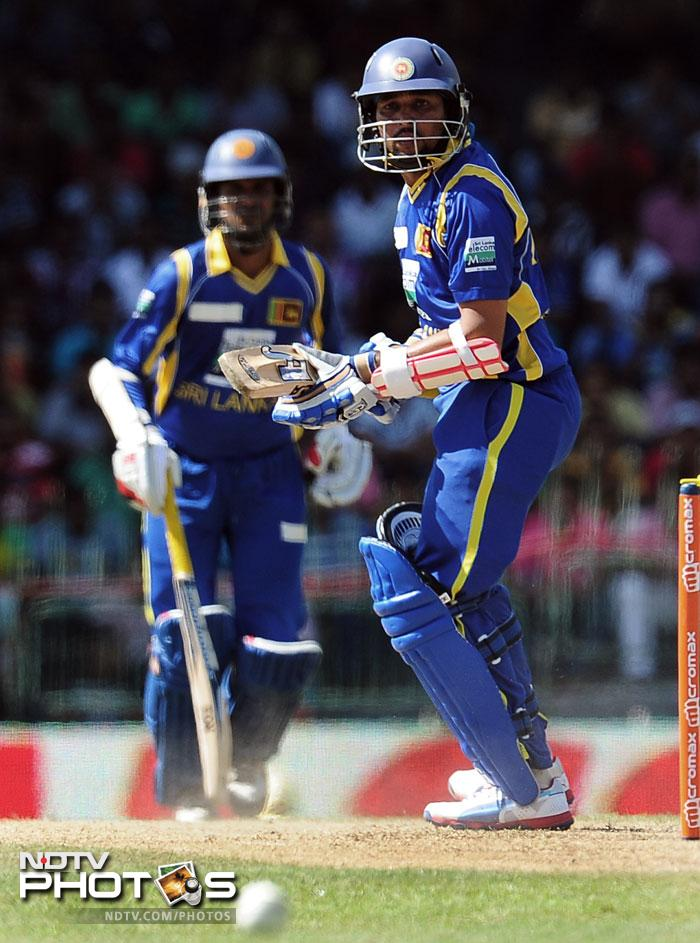 It was Sri Lanka who took the first honours after winning the toss and electing to bat. Tillakaratne Dilshan and Upul Tharanga gave the Lankans a solid start. The pair added 91 before Dilshan was dismissed trying to pull one. Tharanga followed him soon.