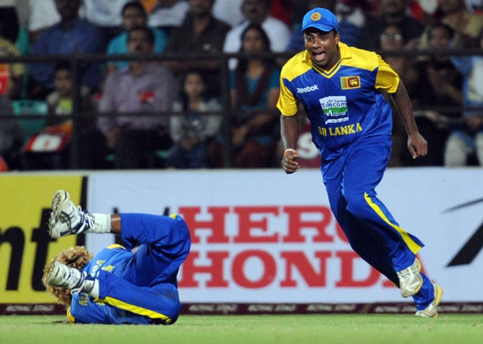 Muthumudalige Pushpakumara reacts as his teammate Lasith Malinga takes a catch during the first Twenty20 match between India and Sri Lanka in Nagpur. (AFP Photo)