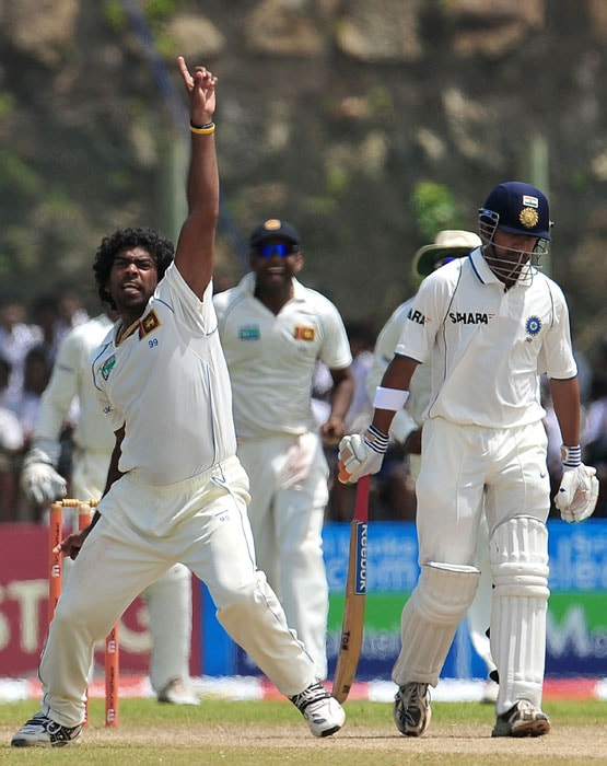Sri Lankan cricketer Lasith Malinga (left) celebrates with teammates after the dismissal of Indian batsman Gautam Gambhir (right) during the fourth day of the first Test match between Sri Lanka and India at The Galle International Cricket Stadium. (AFP Photo)