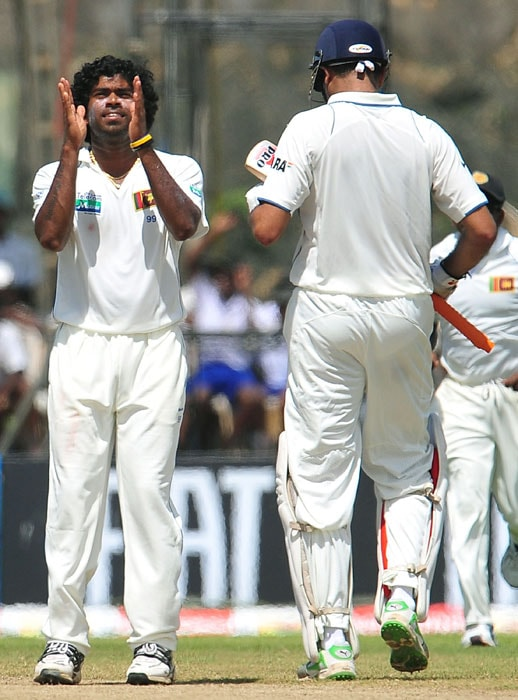 Sri Lankan cricketer Lasith Malinga (L) celebrates the dismissal of Indian batsman VVS Laxman (R) during the fourth day of the first Test match between Sri Lanka and India at The Galle International Cricket Stadium. (AFP Photo)