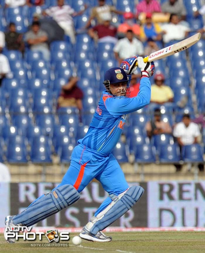 Sehwag was soon scoring in his typical aggressive fashion as the ball began to hit the boundary ropes on a regular basis.