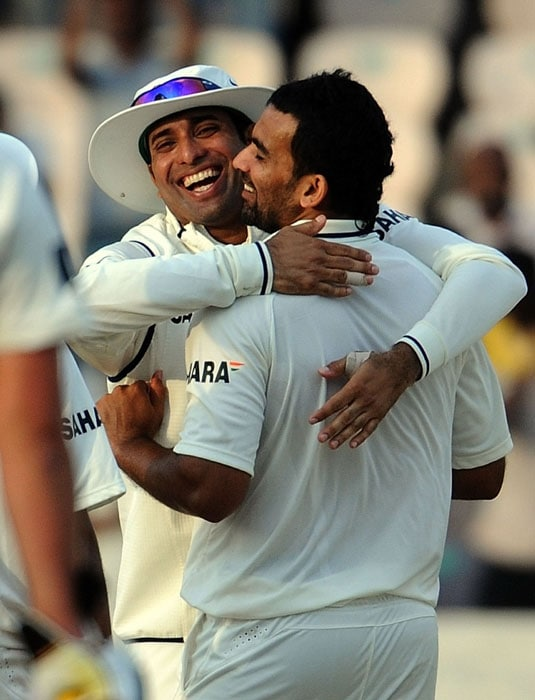 India cricketer Zahir Khan (R) celebrates the wicket of New Zealand cricketer Tim McIntosh with teammate V.V.S. Laxman during the first day of the second Test match between India and New Zealand at The Rajiv Gandhi International Cricket Stadium in Hyderabad. (AFP Photo)