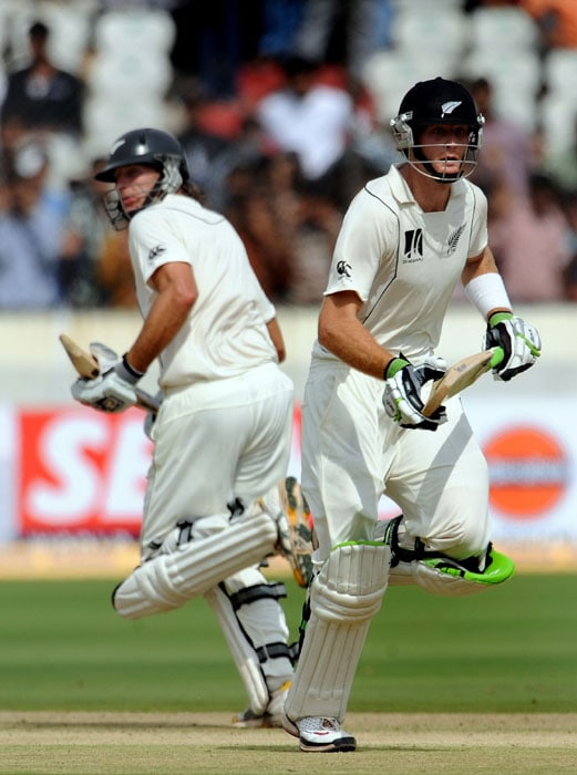 New Zealand Martin Guptill (R) and teammate Tim McIntosh (L) run between the wickets during the first day of the second Test match between India and New Zealand at The Rajiv Gandhi International Cricket Stadium in Hyderabad. (AFP Photo)