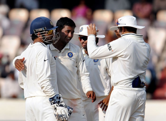 Indian cricketer Pragyan Ojha (2L) celebrates the wicket of New Zealand's cricketer Martin Guptill with teammates during the fourth day of the second Test match at Rajiv Gandhi International cricket stadium in Hyderabad. (AFP Photo)