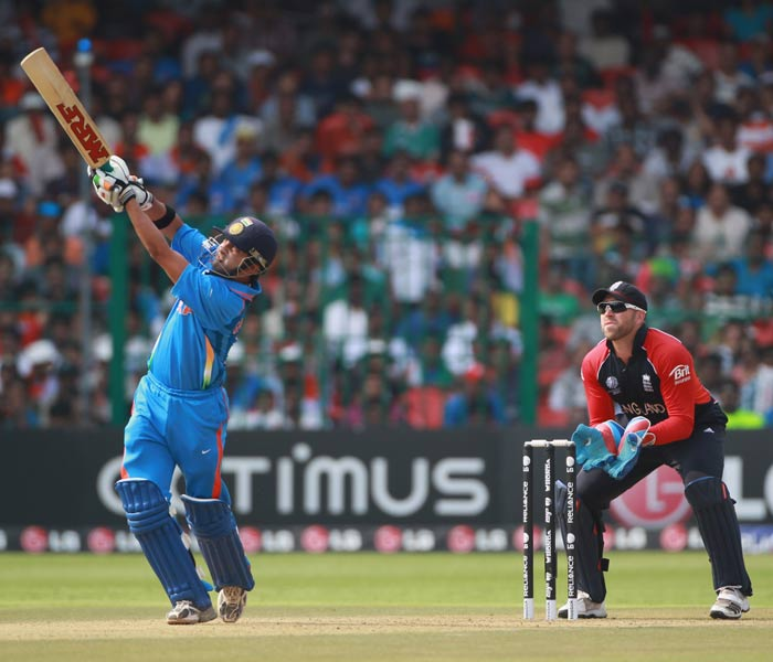 Gautam Gambhir and Sachin Tendulkar occupied the crease and the left hand-right hand combination proved to be England's menace. (AFP Photo)