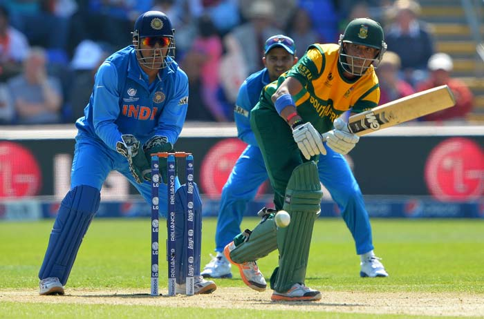 Despite losing 2 early wickets Robin Peterson hit 68 to keep South Africa in the hunt.