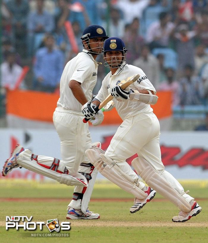 Sachin Tendulkar and Rahul Dravid ensured that India stayed on track with just 124 runs to go at stumps on Day 3. (AFP Photo)