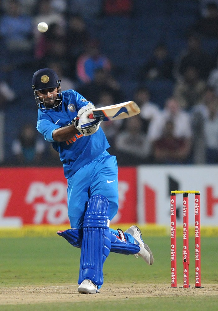 India began their chase on a brisk note on a flat wicket. Ajinkya Rahane and Gautam Gambhir raced off to 42/0 in 4.3 overs. Rahane in particular looked to cash in on the conditions. (Photo credit: BCCI)
