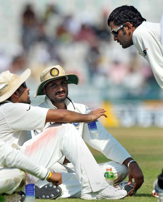 Indian cricket captain Mahendra Singh Dhoni talks to players Zaheer Khan and Harbhajan Singh during the second day of the first Test between India and Australia in Mohali. (AFP Photo)