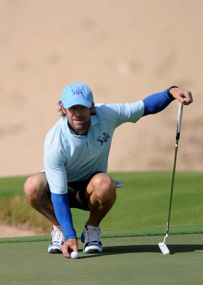 What does he do when he is not busy diving around the field? Why, play golf of course!<br><br>Here is Mumbai Indians' fielding coach Jonty Rhodes aiming for precision. (BCCI photo)