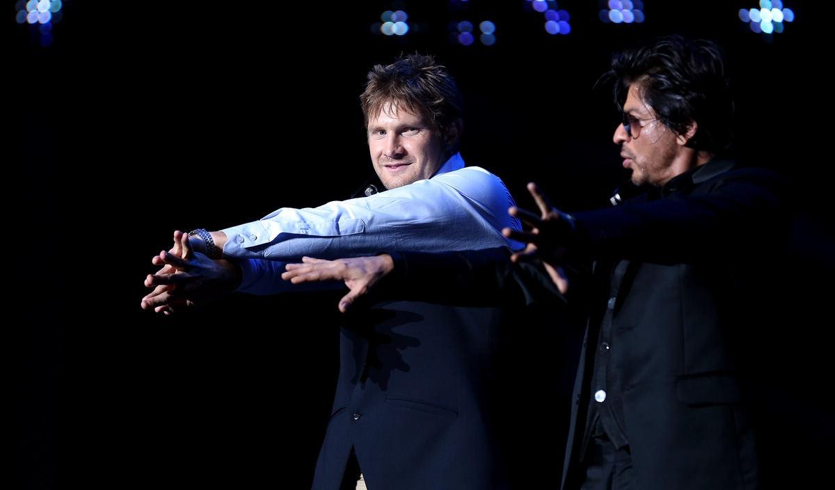 It was, however, the confluence of cricket and ,<I>filmy </i>moves. SRK therefore was also seen teaching some of those very moves to Rajasthan Royals' skipper Shane Watson. (Image courtesy BCCI)