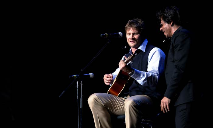 Just when it looked like Watson was wobbly in his stance, the Aussie turned the tables and invited SRK to sing as he gripped his guitar on stage. (Image courtesy BCCI)