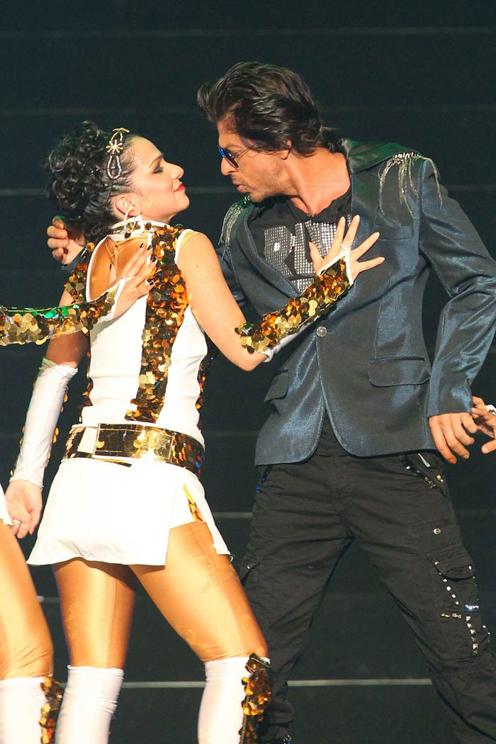 SRK really does not need cricketing icons to captivate the audience. He danced to some of his popular numbers and got a rousing reception from players, their families and officials present. (Image courtesy BCCI)
