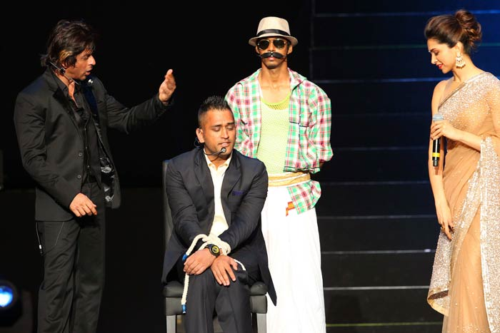 The best of actresses have weak knees when they stand next to SRK. Dhoni is seen enacting just that as Deepika Padukone looks on. (Image courtesy BCCI)