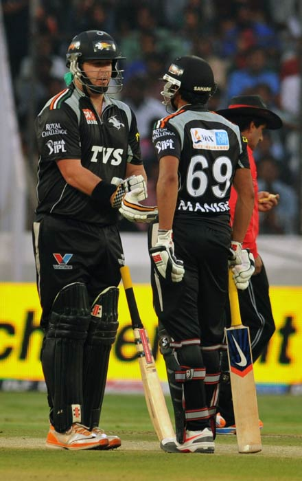 Jesse Ryder and Manish Pandey interact during the IPL Twenty20 match between Deccan Chargers and Pune Warriors at the Rajiv Gandhi International Stadium in Hyderabad. (AFP Photo)