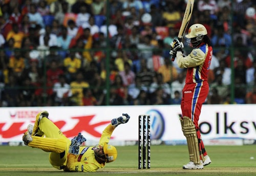 Before the first play-off match, Chennai and Bangalore teams clashed for the last time in the league stage. And it was Bangalore who had total control of the match. Winning the toss, Bangalore asked Chennai to bat. Their bowlers wreaked havoc and had Chennai four down when their skipper MS Dhoni came for the rescue. His unbeaten 70 runs took their total to 128 runs. Chasing the total, it was Chris Gayle who took the Bangalore stadium by storm. Scoring unbeaten 75 runs off just 50 balls, Gayle hit four 4s and six 6s to become the highest scorer of the IPL Season 4. Needless to mention that Bangalore won the match comprehensively.