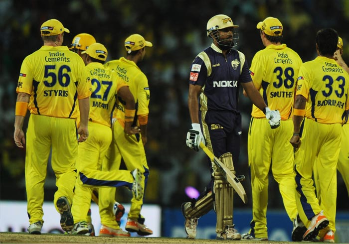 Chennai Super Kings players celebrate the wicket of Kolkata Knight Riders batsman Yusuf Pathan (C) during the Twenty20 match at the M.A. Chidambaram Stadium in Chennai. (AFP PHOTO)
