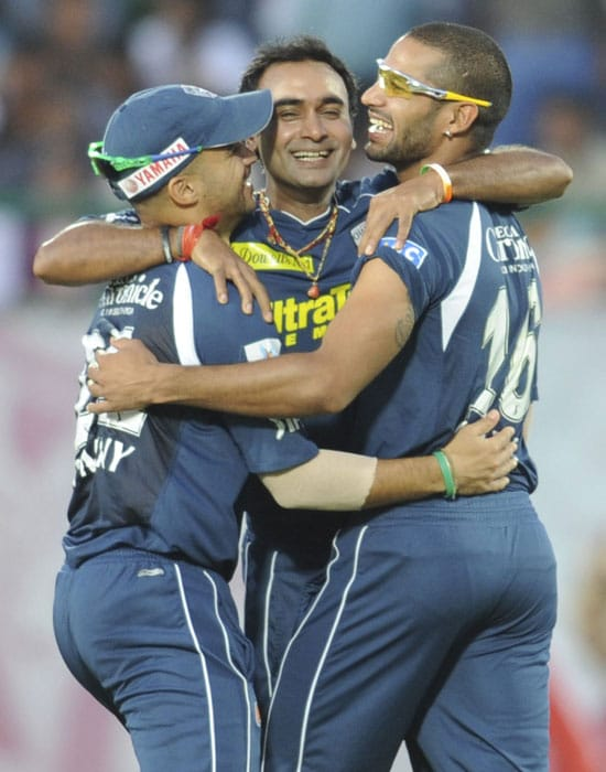 Deccan Chargers players led by Amit Mishra celebrate after victory in their IPL match against Kings XI Punjab at the Himachal Pradesh Cricket Association Stadium in Dharamsala. Mishra took four wickets for nine runs as Deccan Chargers won by 82 runs. (AFP Photo)