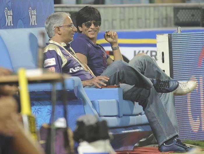 Shah Rukh Khan watches the IPL Twenty20 match between Kolkata Knight Riders and Delhi Daredevils at the Feroz Shah Kotla stadium in New Delhi. (AFP Photo)