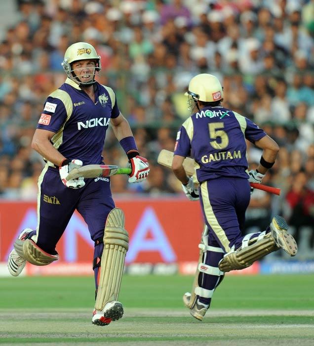 Jacques Kallis and Gautam Gambhir run between the wickets during the IPL Twenty20 match between Rajasthan Royals and Kolkata Knight Riders at the Sawai Man Singh Stadium in Jaipur. (AFP Photo)