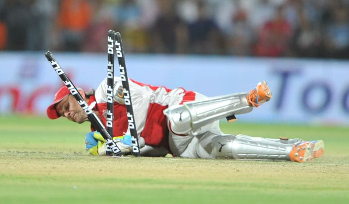 Adam Gilchrist runs out Owais Shah during the IPL Twenty20 match between Kochi Tuskers Kerala and Kings XI Punjab at the Holkar Stadium in Indore. (AFP Photo)