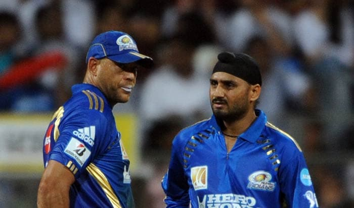Andrew Symonds and Harbhajan Singh discuss during the IPL Twenty20 match between Chennai Super Kings and Mumbai Indians at the Wankhede Stadium in Mumbai. (AFP Photo)